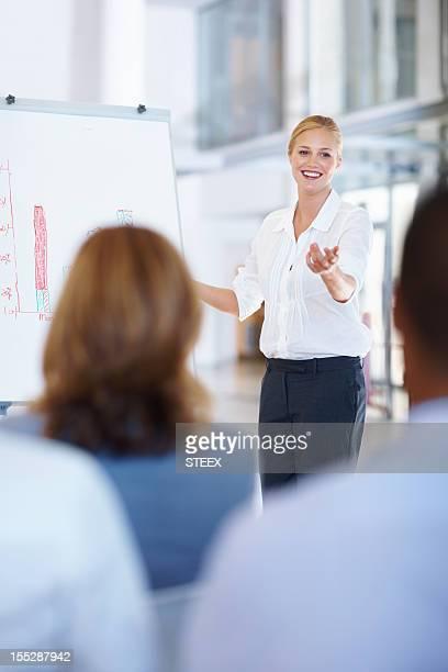 Geschäftsfrau, die Präsentation auf Ihr team