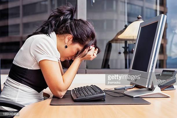 Geschäftsfrau hat einen schlechten Tag im Büro