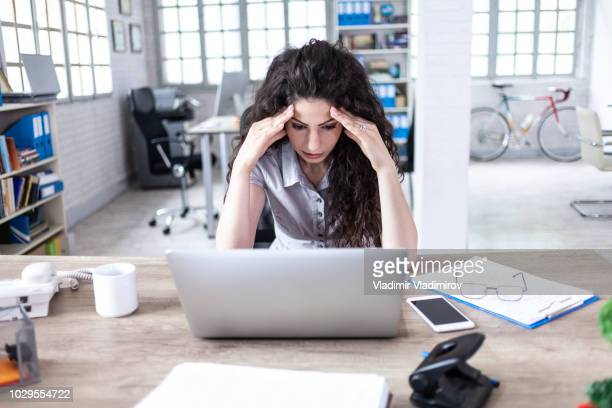 businesswoman having headache at work - stock trader upset stock pictures, royalty-free photos & images