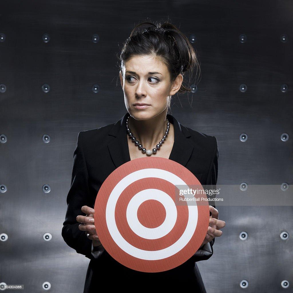 赤いブルズアイを持つビジネスウーマン : ストックフォト
