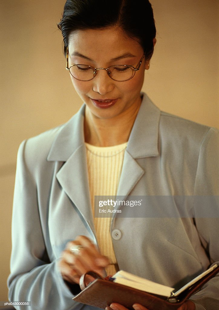 Businesswoman holding diary, portrait : Bildbanksbilder