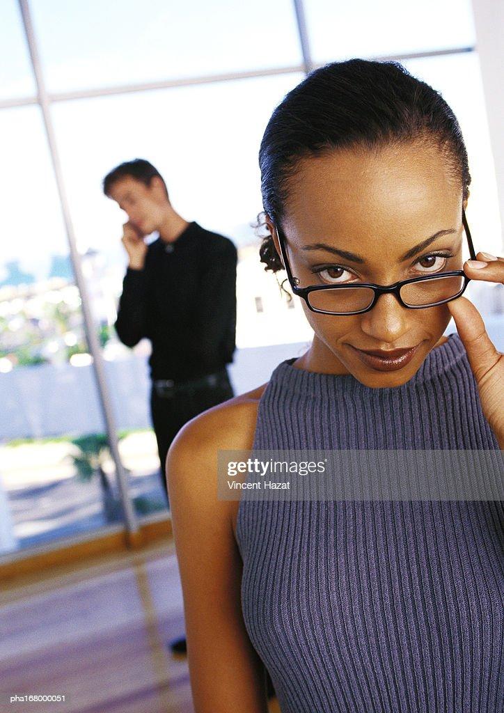 Businesswoman holding glasses, portrait : Stockfoto