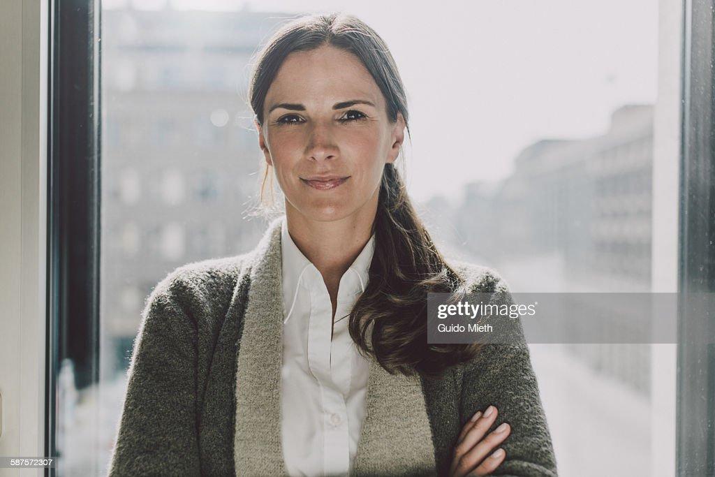 Businesswoman in a office : Stockfoto