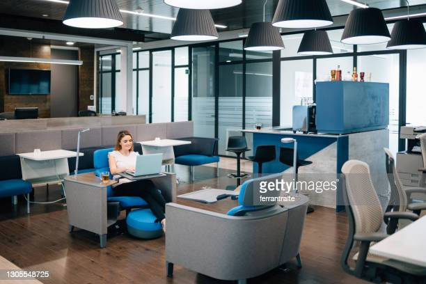businesswoman in coworking office - hot desking stock pictures, royalty-free photos & images