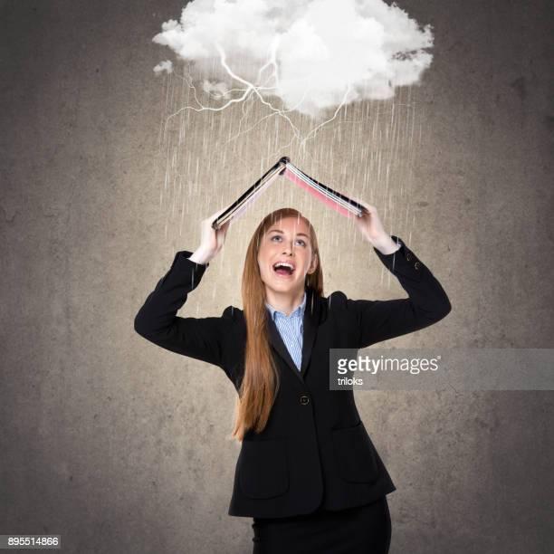 Geschäftsfrau im Regen