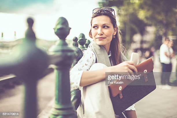 Geschäftsfrau in der Stadt
