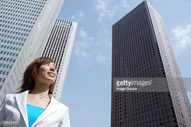 市内のビジネスウーマン