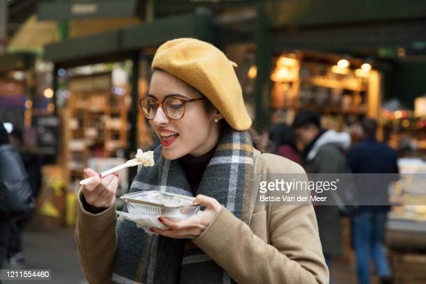 businesswoman is having lunch break at farmers market. - on the move stock pictures, royalty-free photos & images