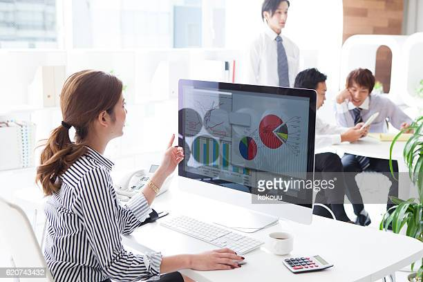 businesswoman is making the documents in the office - デスクトップ型パソコン ストックフォトと画像