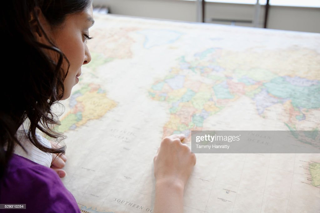 Businesswoman looking at map : Foto de stock