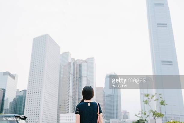 businesswoman looking away city on fresh morning - yiu yu hoi stock pictures, royalty-free photos & images