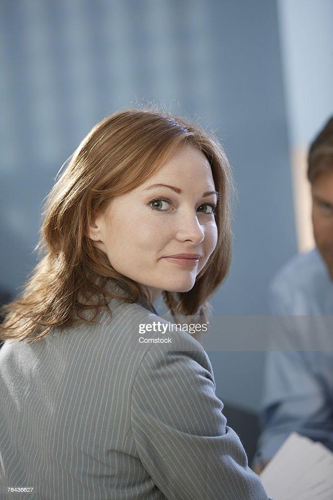 Businesswoman looking over her shoulder : Foto de stock