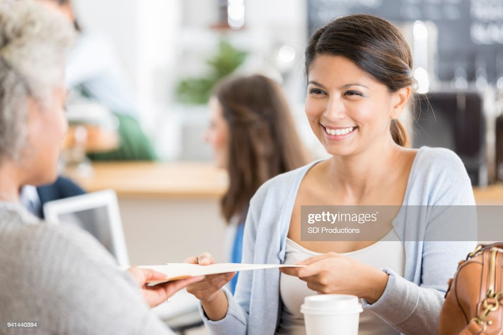 Businesswoman meets with client in coffee shop : Stock Photo