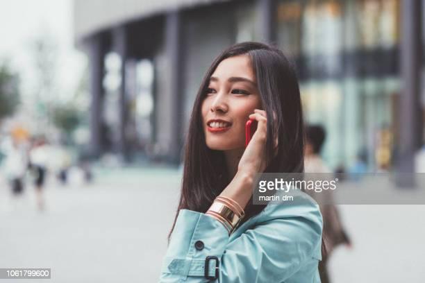電話で実業家 - japanese ol ストックフォトと画像
