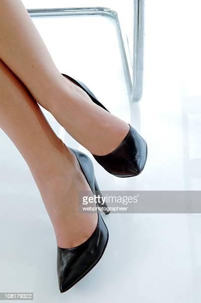mulher de negócios - sapato preto - fotografias e filmes do acervo