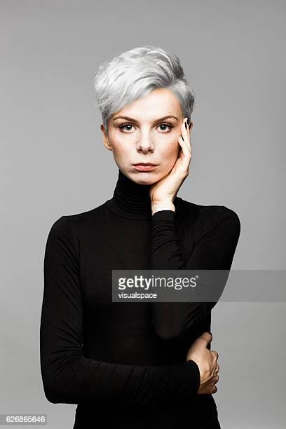 portrait de femme d'affaires - col roulé photos et images de collection