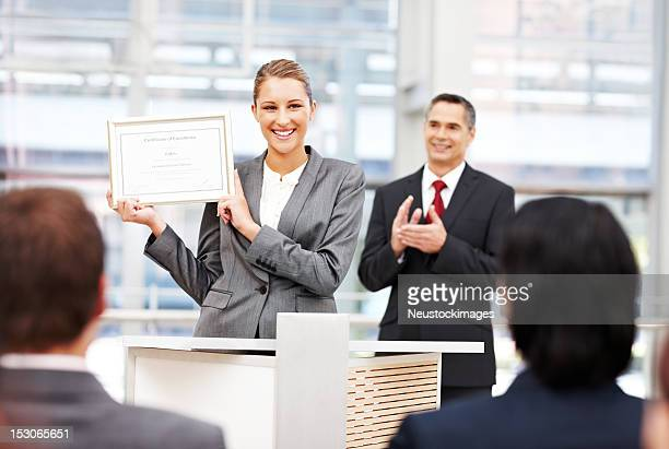 businesswoman receiving an award - award stockfoto's en -beelden