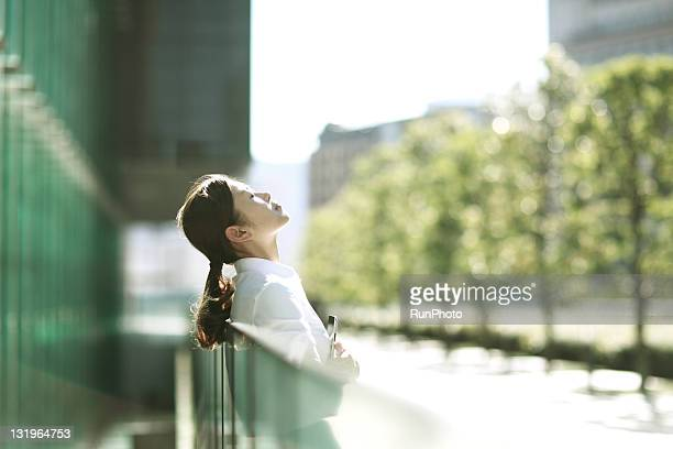 businesswoman relaxing - 息抜き ストックフォトと画像