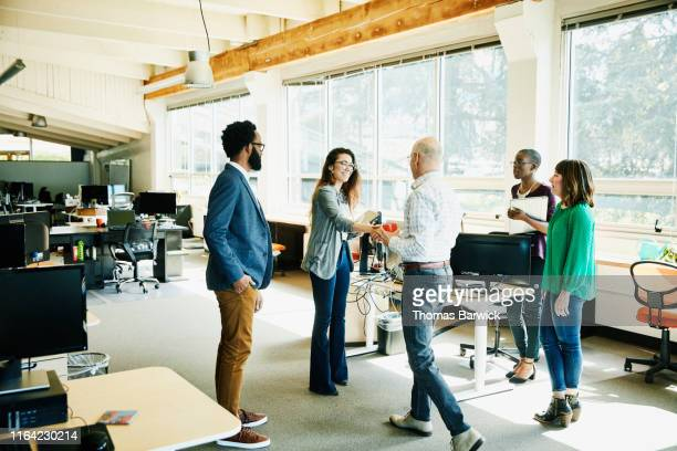 businesswoman shaking hands with client before meeting in start up office - responsabilidade - fotografias e filmes do acervo