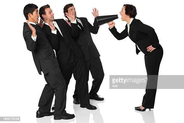 Geschäftsfrau schreien mit Ihren Kollegen