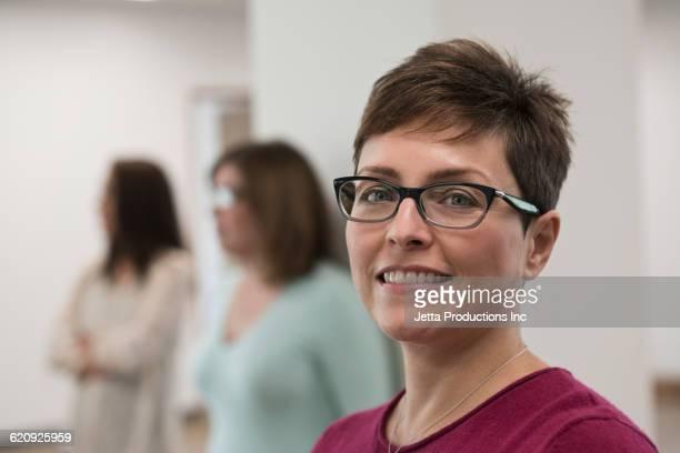 Brille damen kurze haare mit Damen Frisuren