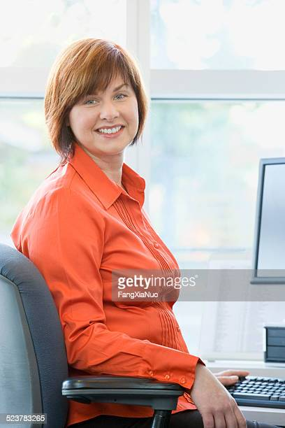 businesswoman smiling - short hair for fat women stock pictures, royalty-free photos & images