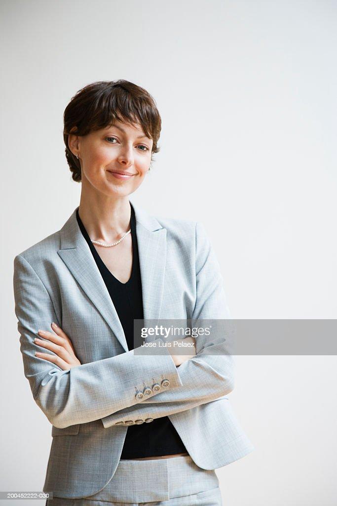 Businesswoman smiling, portrait : Foto de stock