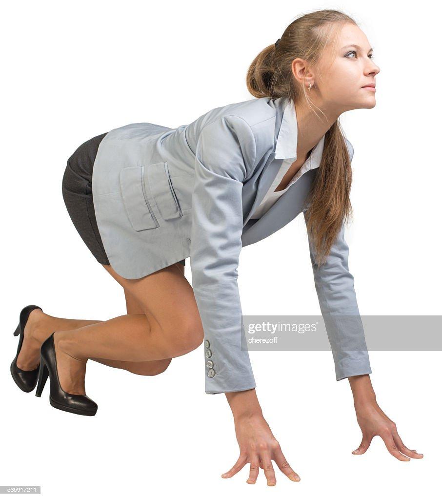 Mujer de negocios de pie en un buen comienzo suponen : Foto de stock
