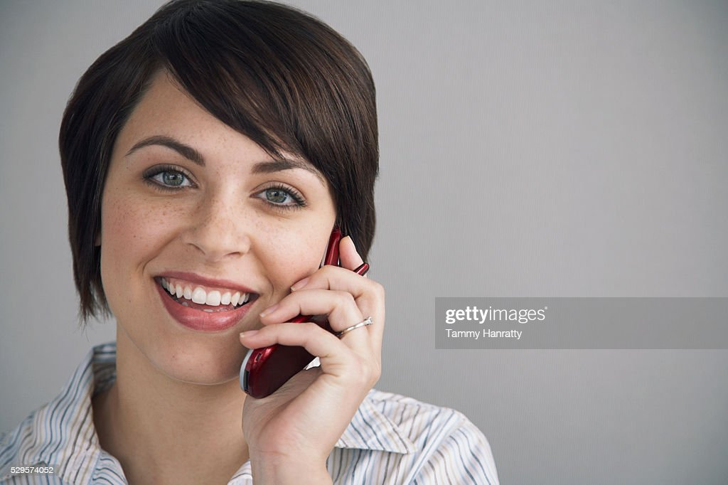 Businesswoman talking on cell phone : ストックフォト