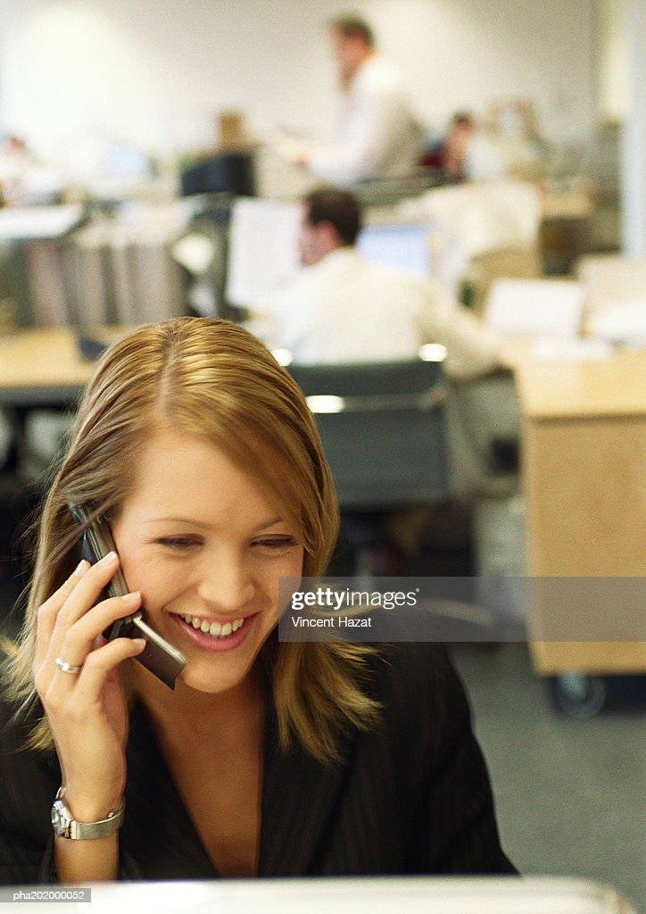 Businesswoman talking on cell phone. : Stockfoto