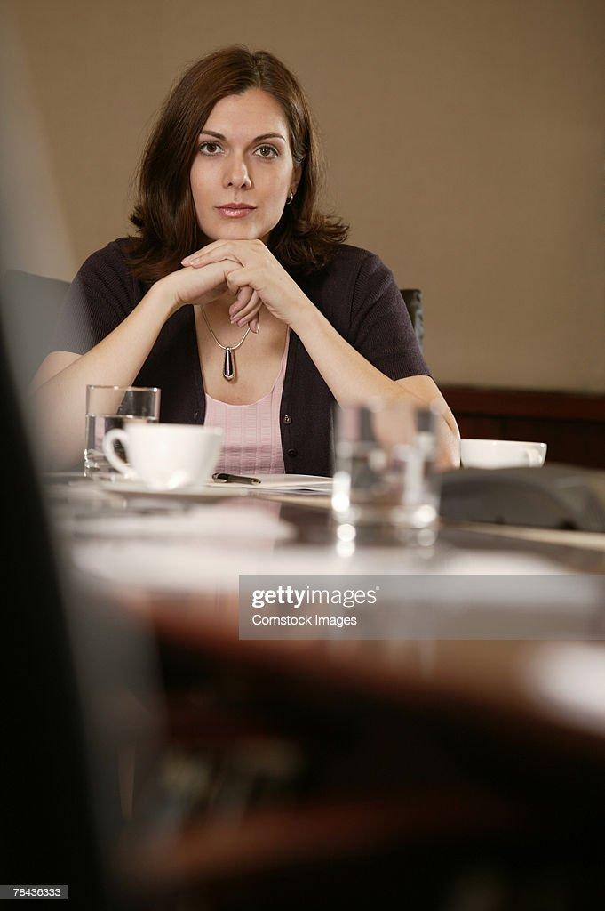 Businesswoman thinking : Stockfoto
