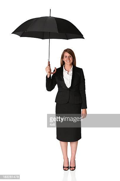 Geschäftsfrau unter einem Sonnenschirm