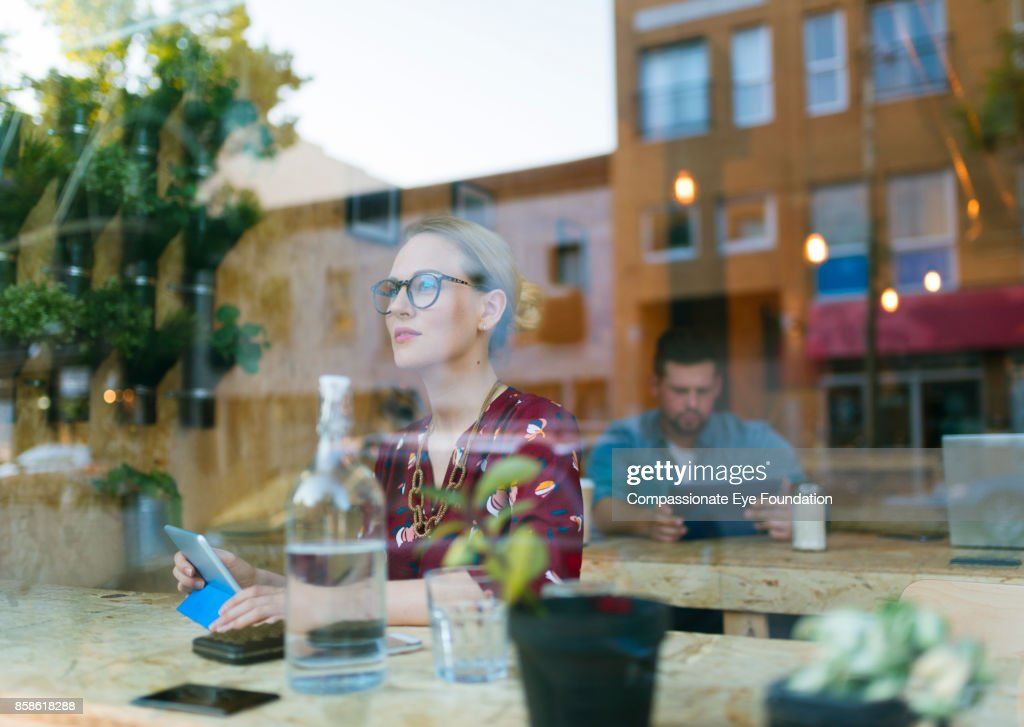 Businesswoman using digital tablet in cafe : Stock-Foto