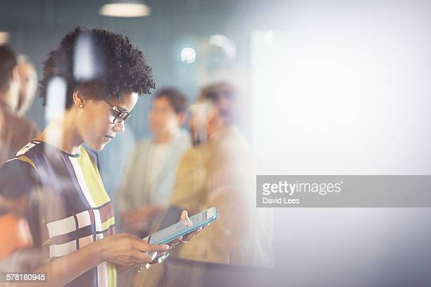 businesswoman using digital tablet in meeting - foco diferencial imagens e fotografias de stock