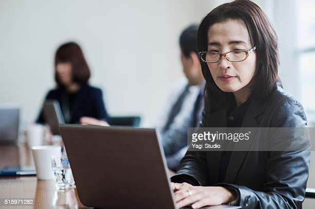 仕事一色ノートパソコンを使用している PC