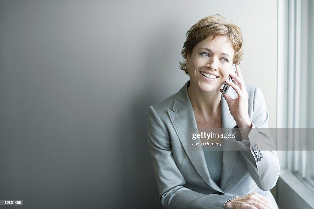 Businesswoman using mobile phone : Stock-Foto