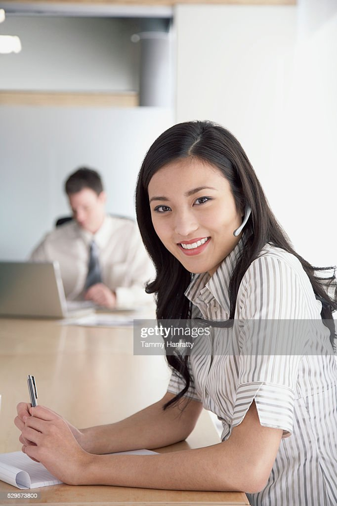 Businesswoman wearing telephone headset : Stock-Foto