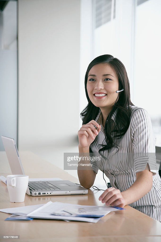Businesswoman wearing telephone headset : Bildbanksbilder
