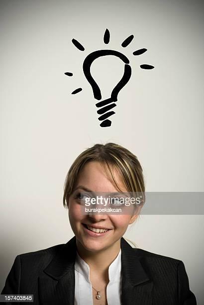 Femme d'affaires avec une bonne idée au bureau, Istanbul, en Turquie