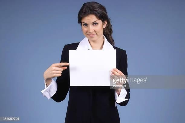 Geschäftsfrau mit leere Schild