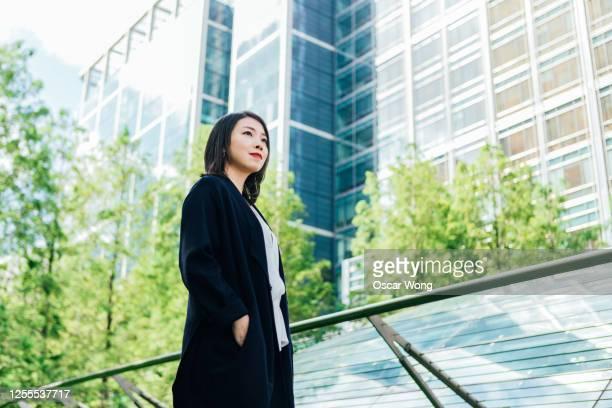 businesswoman with vision and mission to success - antecipação - fotografias e filmes do acervo
