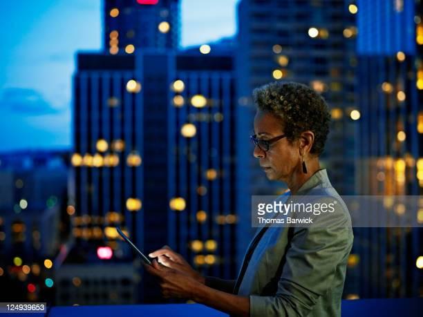 businesswoman working on digital tablet at night - selective focus stockfoto's en -beelden