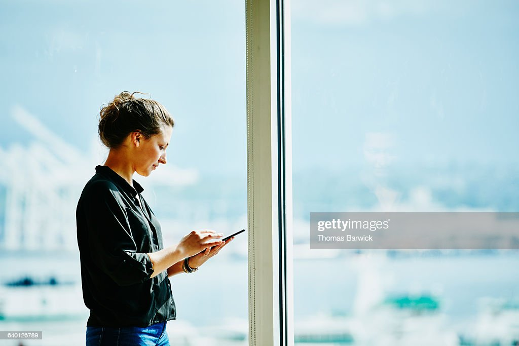 Businesswoman working on project on digital tablet : ストックフォト