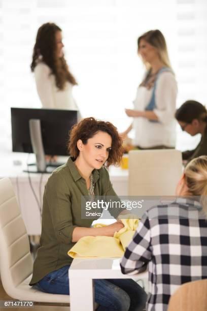 Femme d'affaires travailler