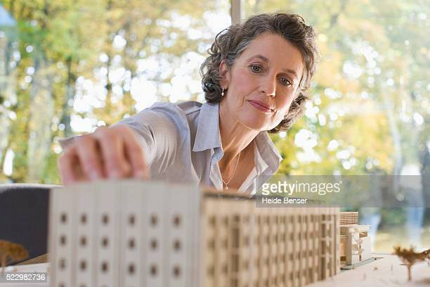 businesswoman working with an architectural model - 女性建築家 ストックフォトと画像