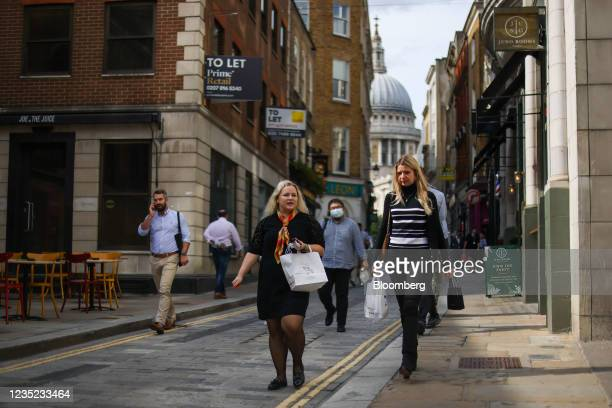Businesswomen collect takeaway food during their lunch break in London, U.K., on Monday, Sept. 13, 2021. The ending of the government's furlough...