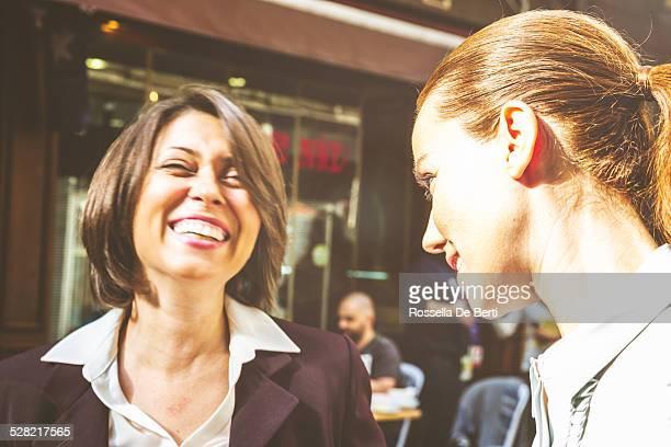 Geschäftsfrauen Spaß haben