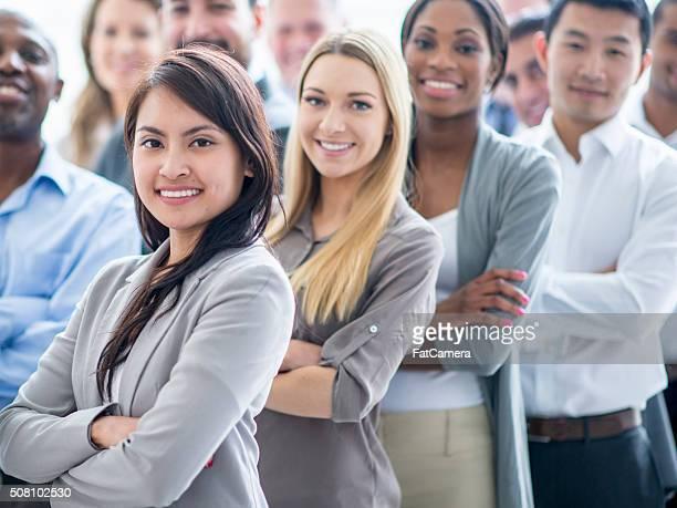 Mulheres de negócios na fila uma linha