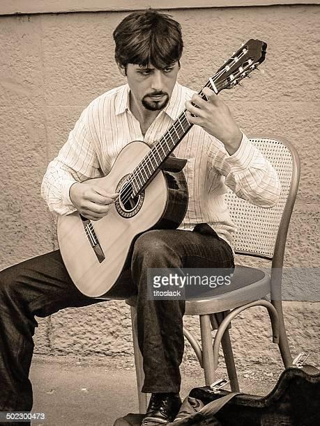 busker - chitarra classica foto e immagini stock