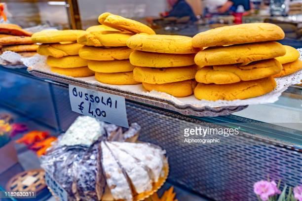 bussalai cookies in venice store window - burano foto e immagini stock